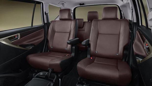 Innova Limited Edition untuk merayakan 50 tahun perjalanan Toyota di Indonesia.