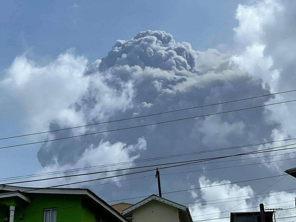 Gunung La Soufriere Erupsi di Karibia, Ribuan Orang Dievakuasi