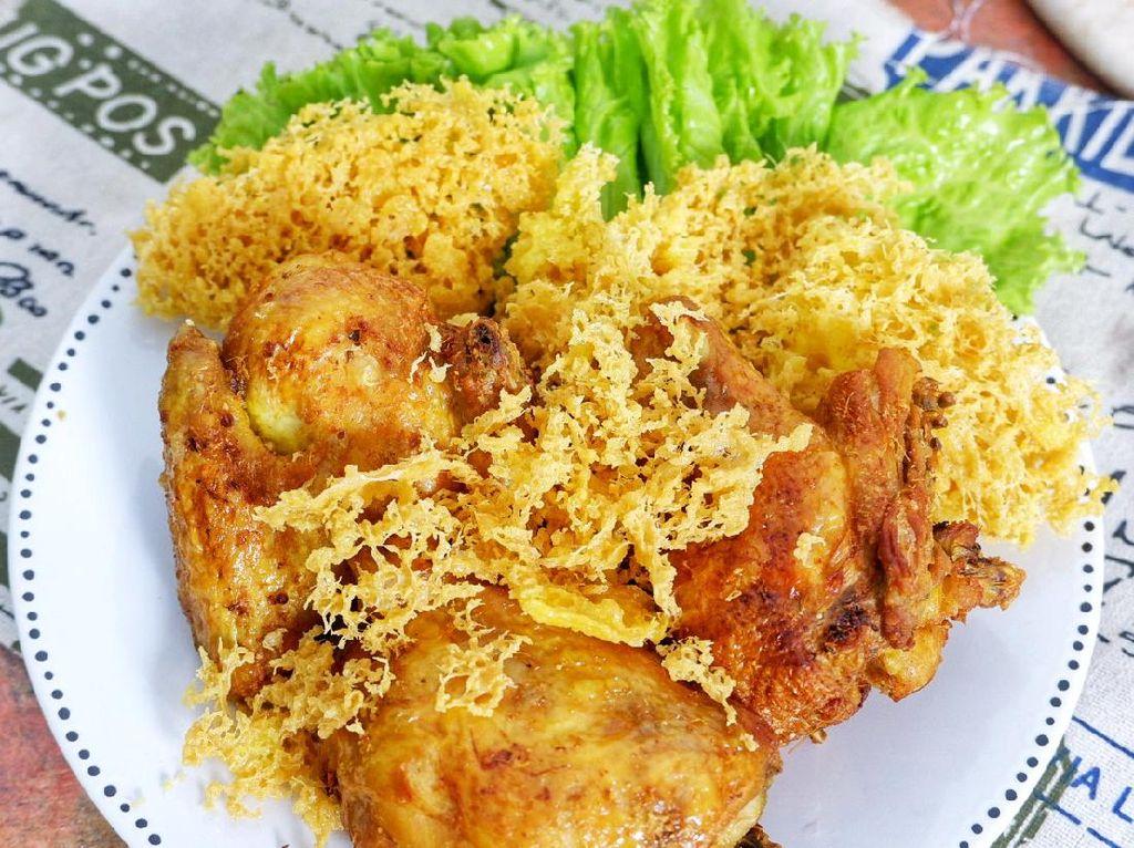 Menu Harian Ramadhan ke-19: Nasi Bakar dan Ayam Kremes yang Sedap