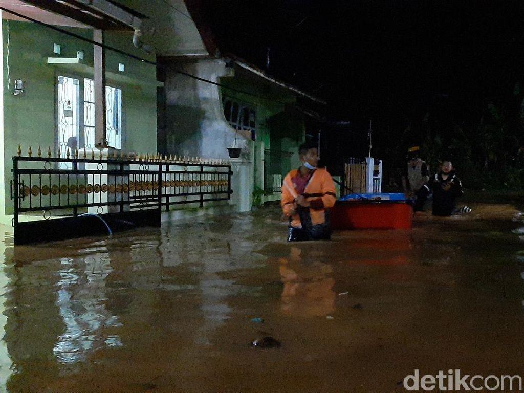 Puluhan Rumah di Purwokerto Terendam Banjir hingga 1,5 Meter