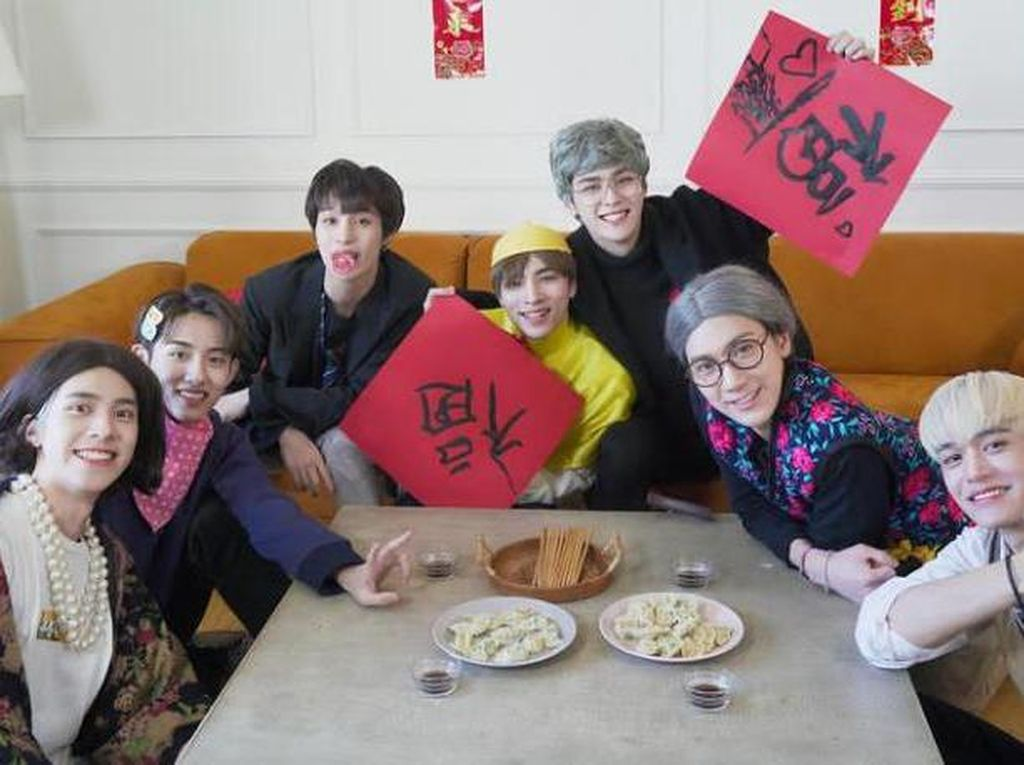 Intip Keseruan Boy Group WayV yang Hobi Makan Pakai Kostum Lucu