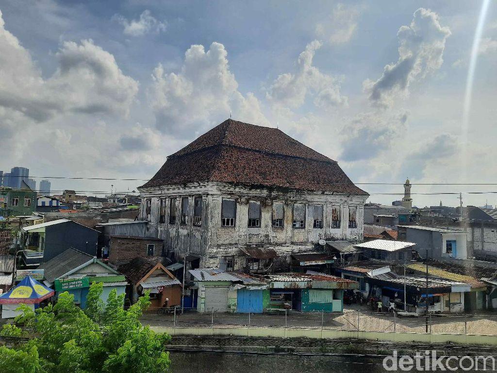 Cerita Gedung Setan Surabaya, Ada Gereja di Dalam Hingga Penampakan Hantu