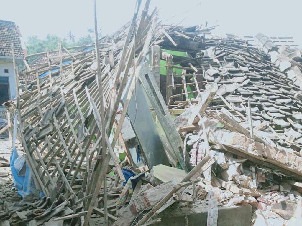 Rusaknya Rumah-rumah di Lumajang Akibat Ganasnya Gempa Malang