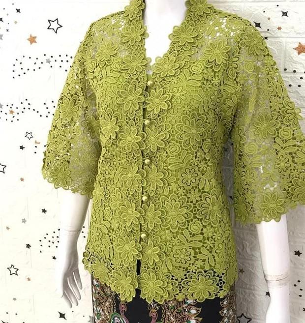 Kebaya Kartini Hijau Olive bahan brokat menawan/instagram.com/brokat.pinkboutique