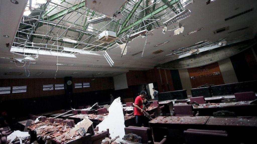 Porak-poranda Bangunan di Blitar Imbas Gempa Malang