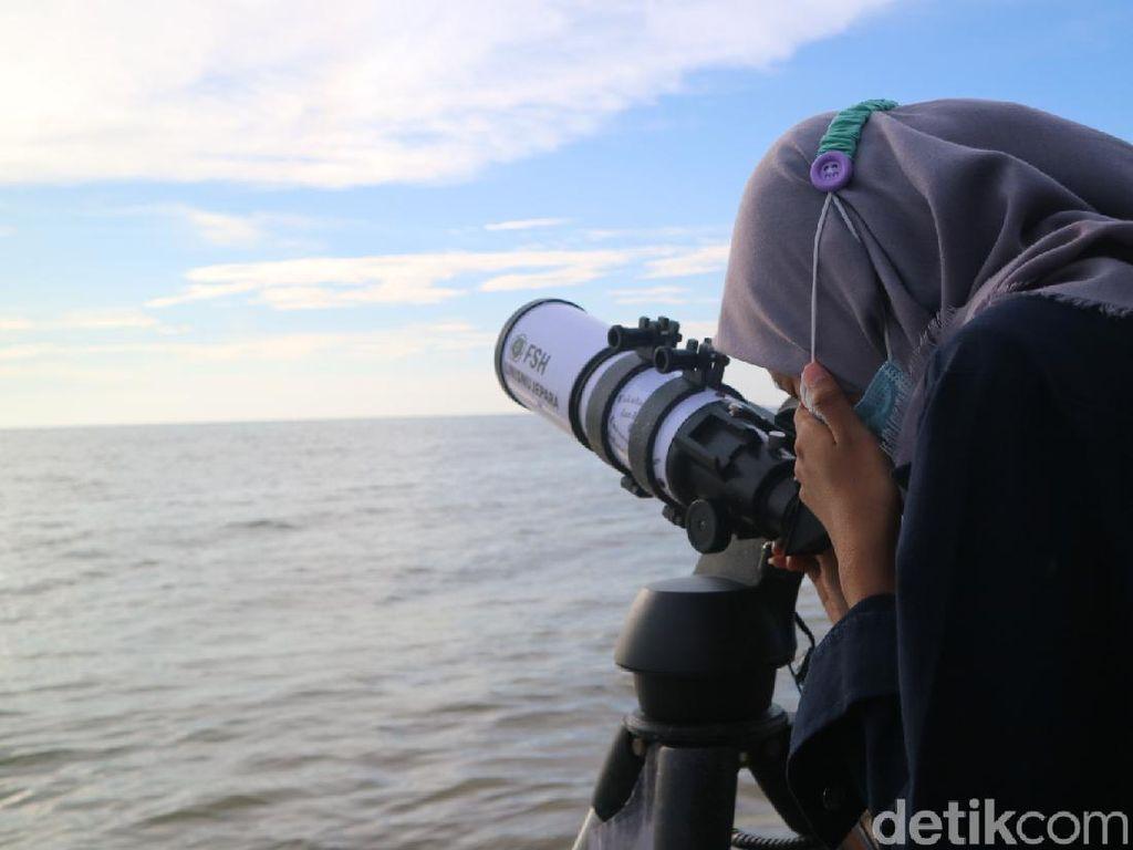 Melihat Persiapan Pemantauan Hilal di Pantai Pangandaran