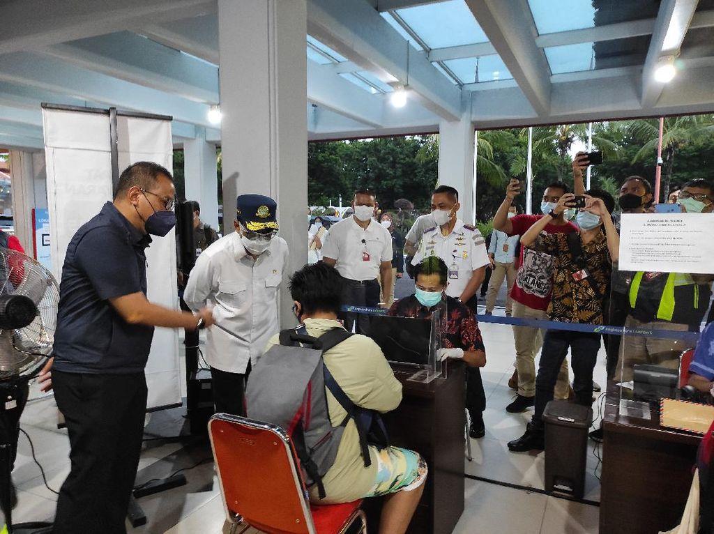Mulai Diterapkan di Bandara Ngurah Rai Bali, Menhub Cek Kesiapan Alat GeNose