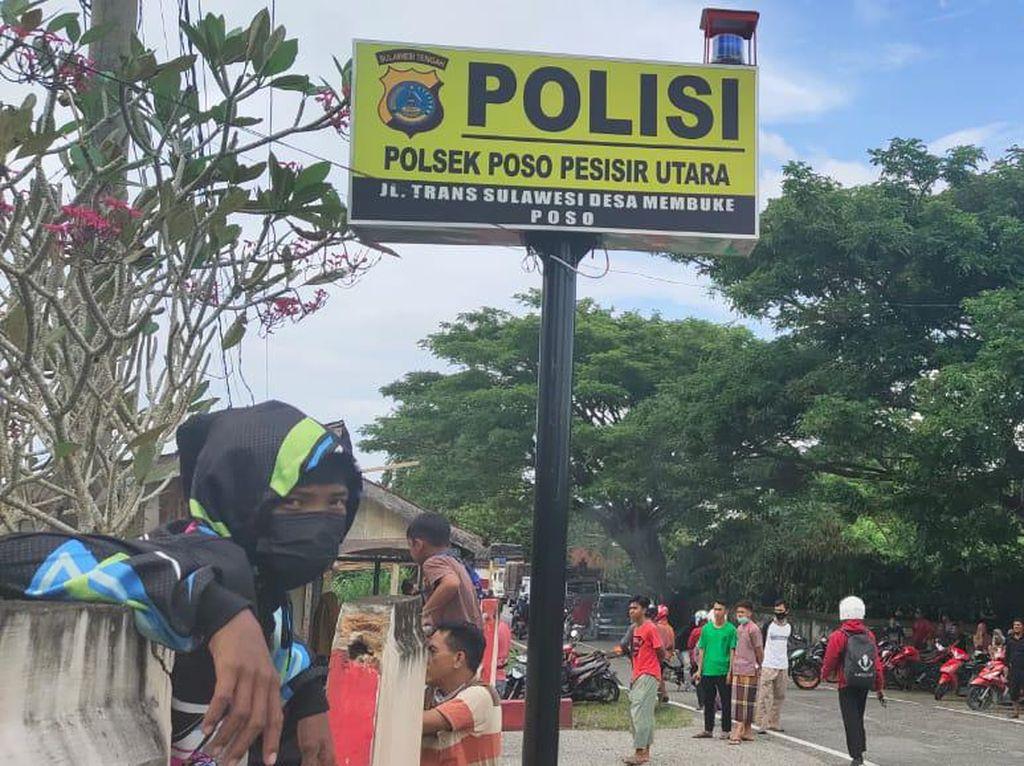 Warga Poso Blokade Jalan-Geruduk Polsek Tuntut Kasus Salah Tembak