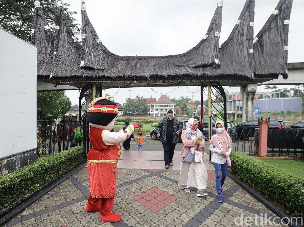 Anies: Warga yang Tak Ber-KTP Jakarta Dilarang Masuk Tempat Wisata