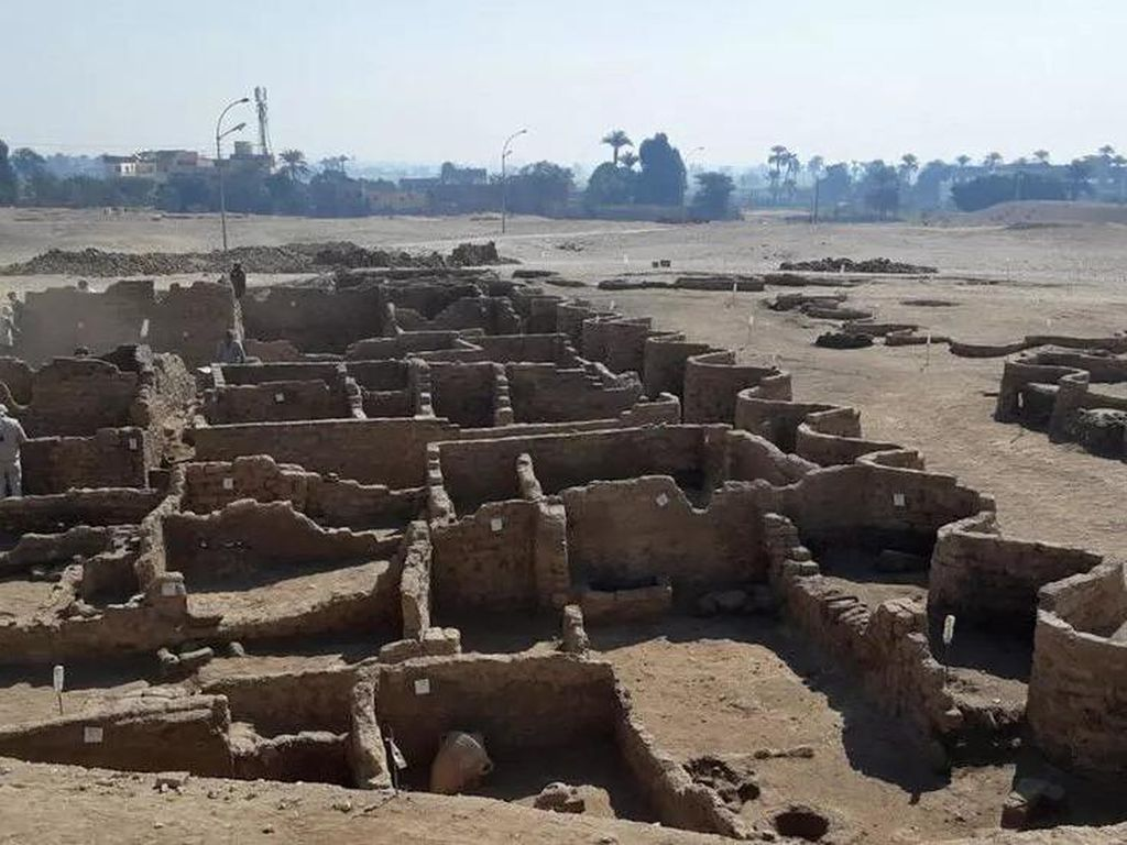 Kota Emas yang Hilang Ditemukan Terkubur Pasir di Gurun Mesir