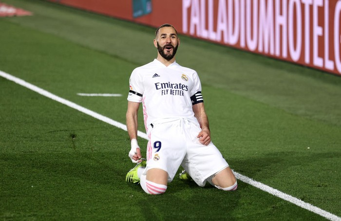 MADRID, SPAIN - APRIL 10: Karim Benzema of Real Madrid celebrates after scoring their sides first goal during the La Liga Santander match between Real Madrid and FC Barcelona at Estadio Alfredo Di Stefano on April 10, 2021 in Madrid, Spain. Sporting stadiums around Spain remain under strict restrictions due to the Coronavirus Pandemic as Government social distancing laws prohibit fans inside venues resulting in games being played behind closed doors.  (Photo by Angel Martinez/Getty Images)