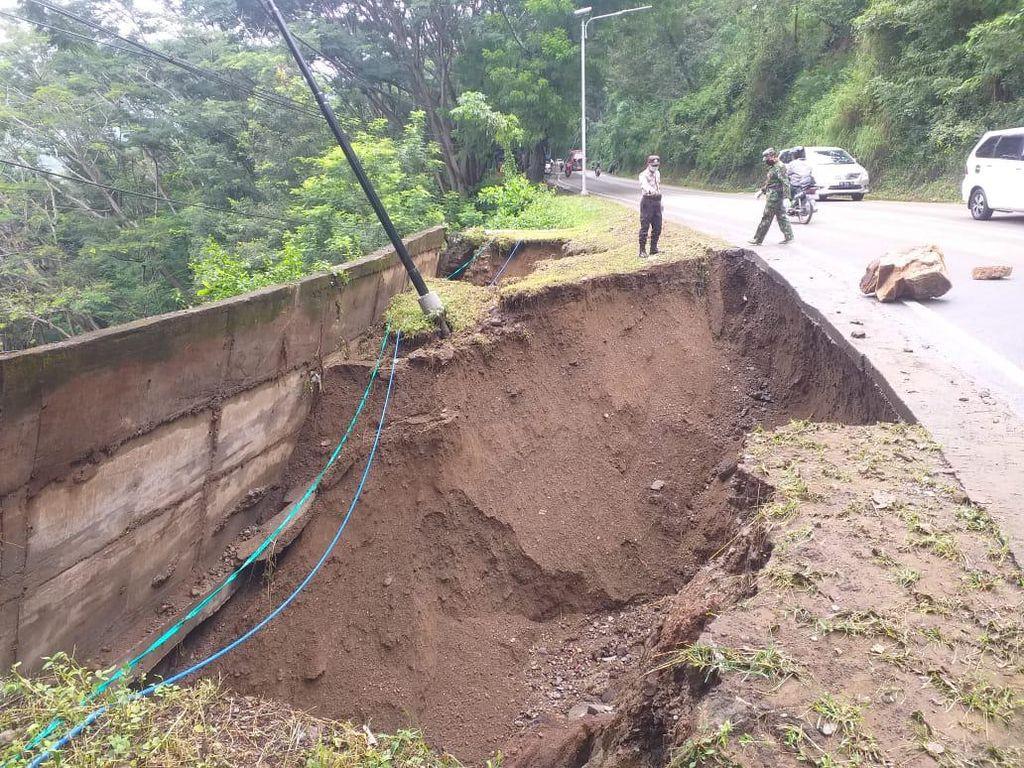 Awas, Bahu Jalan Nasional Trenggalek-Ponorogo Longsor di Dua Titik
