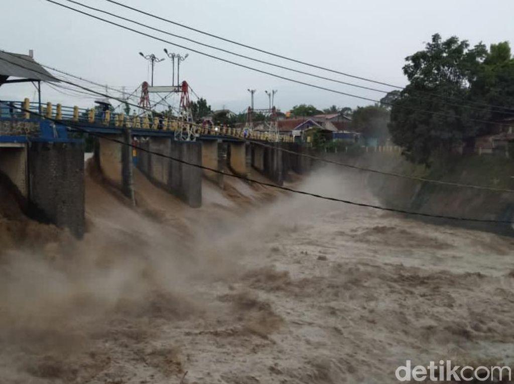 Debit Air Sungai Ciliwung Meningkat Cepat, Bendung Katulampa Siaga 2