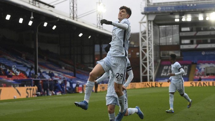 Chelseas Kai Havertz celebrates with teammates after scoring his sides opening goal during the English Premier League soccer match between Crystal Palace and Chelsea at Selhurst Park stadium in London, Saturday, April 10, 2021. (Mike Hewitt/Pool via AP)