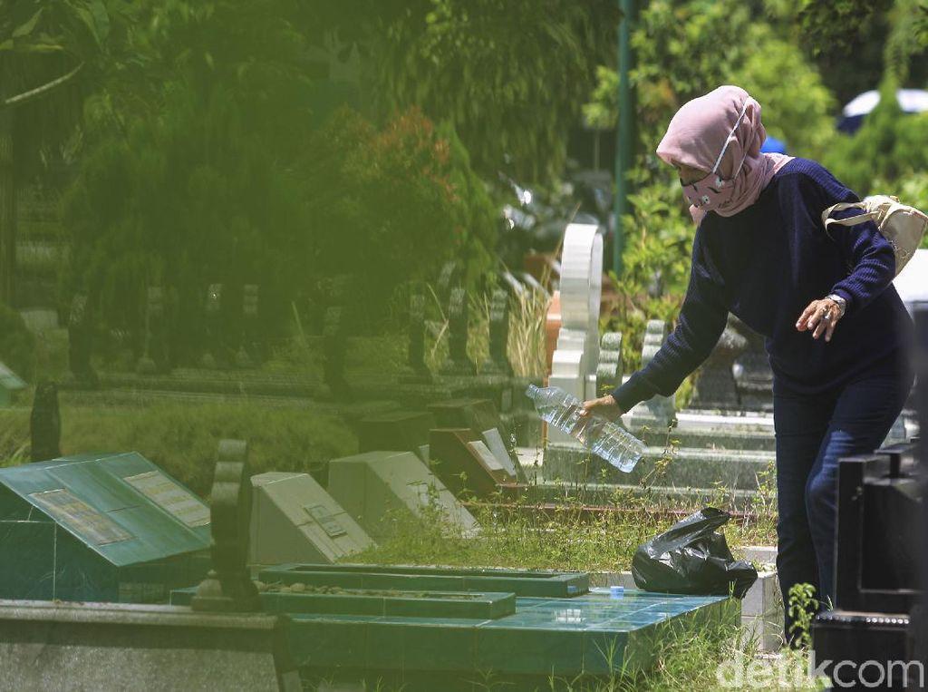 Warga Bandung Boleh Ziarah Kubur, Tapi Dilarang Mudik Lokal