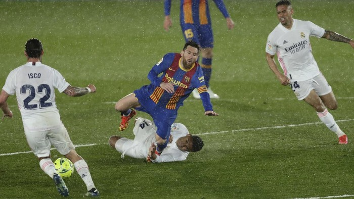 Barcelonas Lionel Messi, center top, is tackled by Real Madrids Casemiro during the Spanish La Liga soccer match between Real Madrid and FC Barcelona at the Alfredo di Stefano stadium in Madrid, Spain, Saturday, April 10, 2021. Real Madrid won 2-1. (AP Photo/Manu Fernandez)