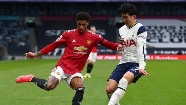 Soccer Football - Premier League - Tottenham Hotspur v Manchester United - Tottenham Hotspur Stadium, London, Britain - April 11, 2021 Manchester United's Marcus Rashford in action with Tottenham Hotspur's Son Heung-min Pool via REUTERS/Clive Rose EDITORIAL USE ONLY. No use with unauthorized audio, video, data, fixture lists, club/league logos or 'live' services. Online in-match use limited to 75 images, no video emulation. No use in betting, games or single club /league/player publications.  Please contact your account representative for further details.