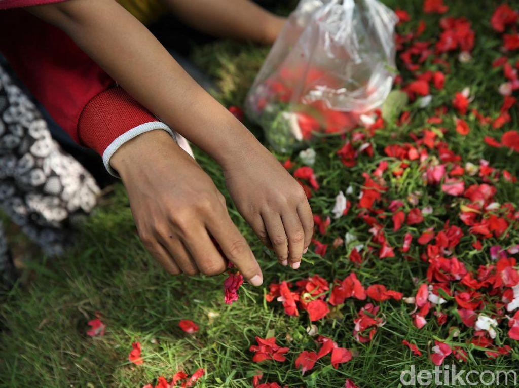 Jeritan Hati Warga di Jakarta Kala Makam Ditutup tapi Mal Dibuka