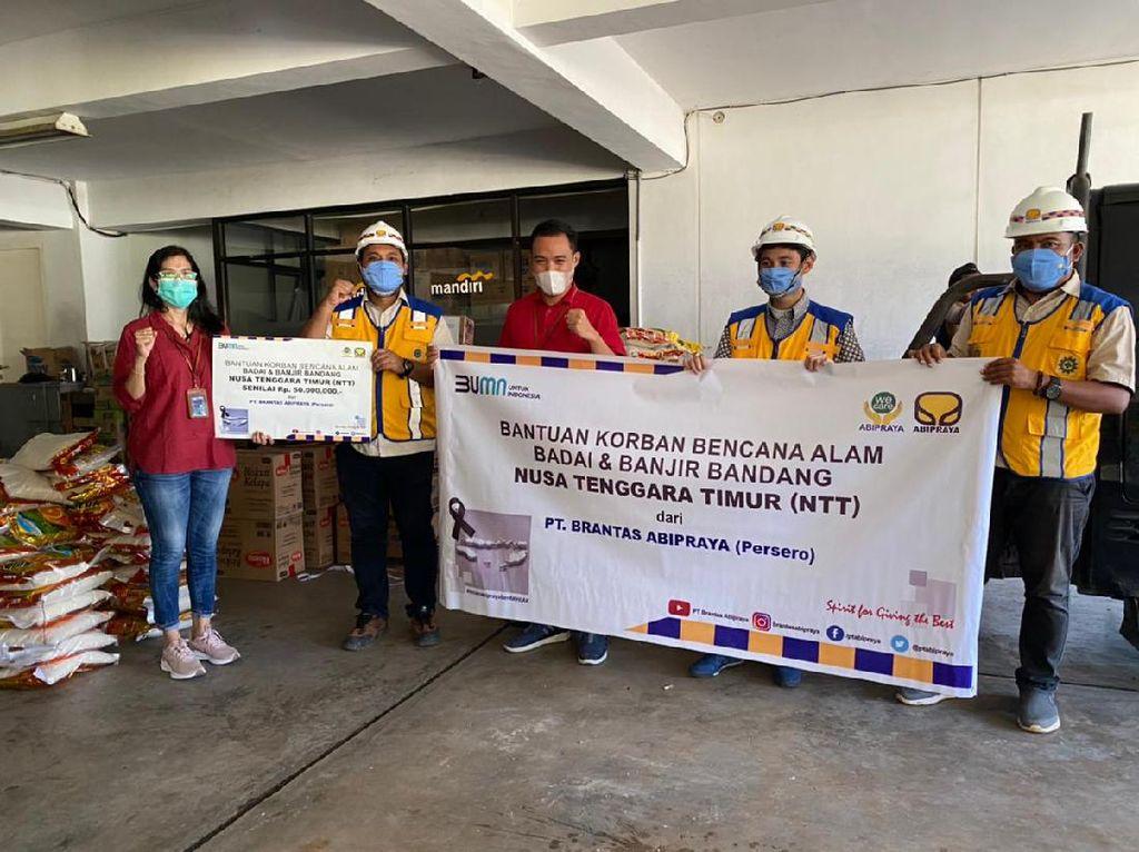 Brantas Abipraya Beri Bantuan Sembako-Obat ke Korban Banjir di NTT