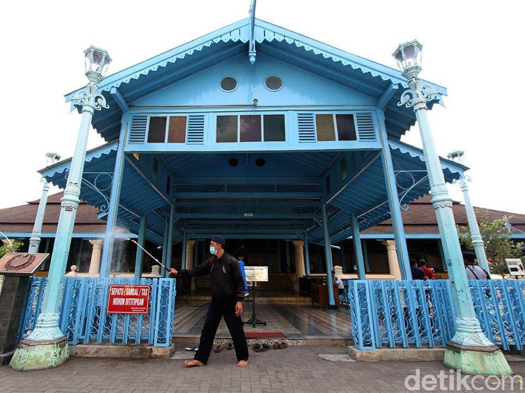 Disinfeksi Menyeluruh Masjid Agung Solo Sambut Ramadhan