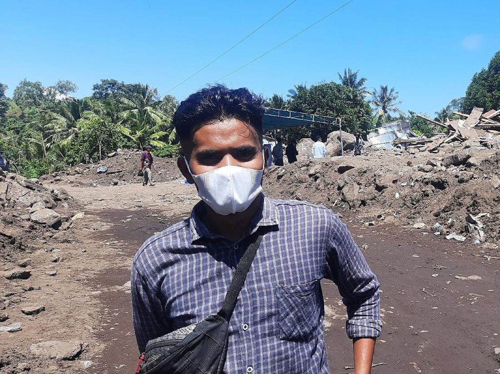 Cerita Relawan Banjir NTT, Andalkan Penciuman Cari Korban Tertimpa Bangunan