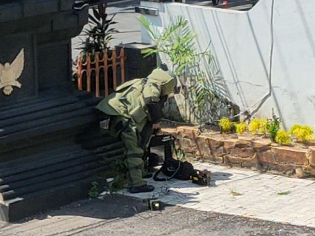 Bukan Bom, Tas Misterius di DPRD Kota Kediri Isinya Batu Bata