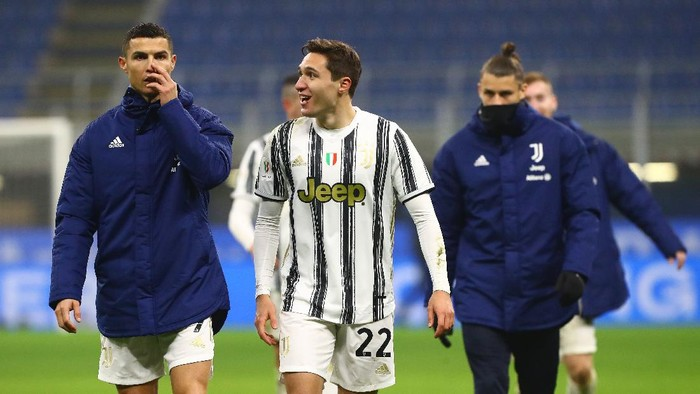 MILAN, ITALY - FEBRUARY 02: Cristiano Ronaldo and Federico Chiesa of Juventus celebrate following their sides victory after the Coppa Italia semi-final match between FC Internazionale and Juventus at Stadio Giuseppe Meazza on February 02, 2021 in Milan, Italy. Sporting stadiums around Italy remain under strict restrictions due to the Coronavirus Pandemic as Government social distancing laws prohibit fans inside venues resulting in games being played behind closed doors. (Photo by Marco Luzzani/Getty Images)