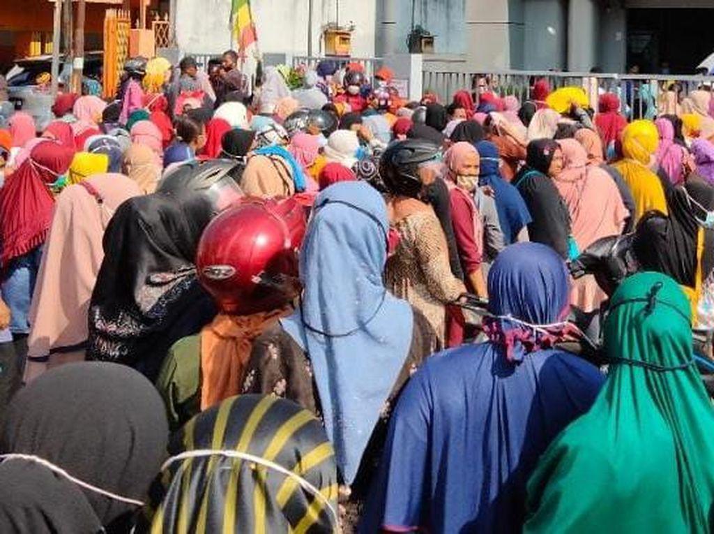 Polisi Bubarkan Kerumunan Warga Ingin Cairkan Bansos di Asahan Sumut