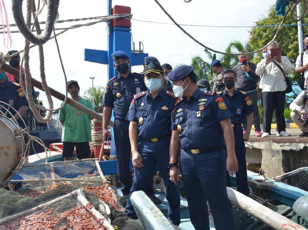 KKP Tangkap 5 Kapal Berbendera Vietnam yang Mau Curi Cumi
