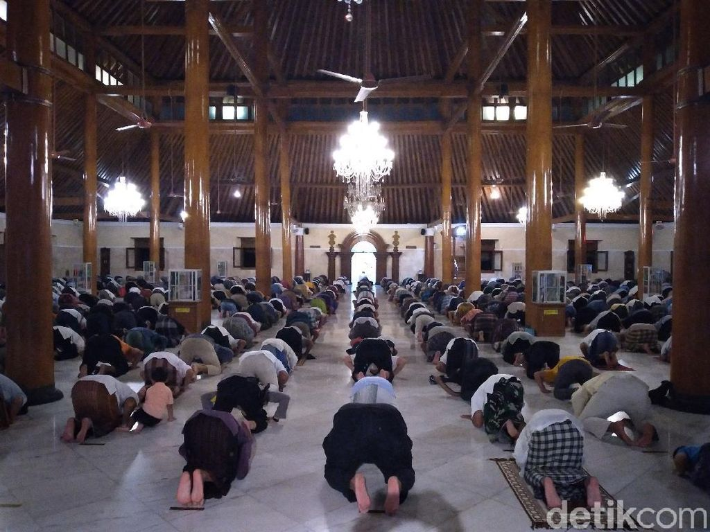 Tarawih Perdana di Masjid Agung Solo, Cuma 10 Menit-Tanpa Ceramah