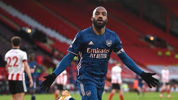 SHEFFIELD, ENGLAND - APRIL 11: Alexandre Lacazette of Arsenal celebrates after scoring their side's first goal during the Premier League match between Sheffield United and Arsenal at Bramall Lane on April 11, 2021 in Sheffield, England. Sporting stadiums around the UK remain under strict restrictions due to the Coronavirus Pandemic as Government social distancing laws prohibit fans inside venues resulting in games being played behind closed doors. (Photo by Laurence Griffiths/Getty Images)