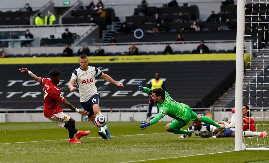 LONDON, ENGLAND - APRIL 11: Edinson Cavani of Manchester United scores their side's second goal past Hugo Lloris of Tottenham Hotspur during the Premier League match between Tottenham Hotspur and Manchester United at Tottenham Hotspur Stadium on April 11, 2021 in London, England. Sporting stadiums around the UK remain under strict restrictions due to the Coronavirus Pandemic as Government social distancing laws prohibit fans inside venues resulting in games being played behind closed doors. (Photo by Matthew Childs - Pool/Getty Images)