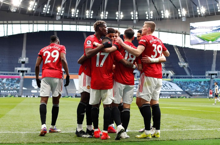 LONDON, ENGLAND - APRIL 11: Fred of Manchester United celebrates with Paul Pogba, Bruno Fernandes and Scott McTominay after scoring their teams first goal during the Premier League match between Tottenham Hotspur and Manchester United at Tottenham Hotspur Stadium on April 11, 2021 in London, England. Sporting stadiums around the UK remain under strict restrictions due to the Coronavirus Pandemic as Government social distancing laws prohibit fans inside venues resulting in games being played behind closed doors. (Photo by Adrian Dennis - Pool/Getty Images)