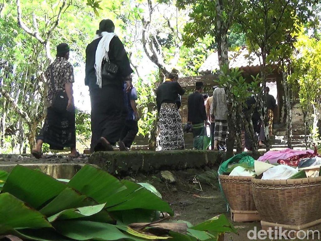 Mengintip Tradisi Nyadran Gede di Petilasan Girilangan Banjarnegara