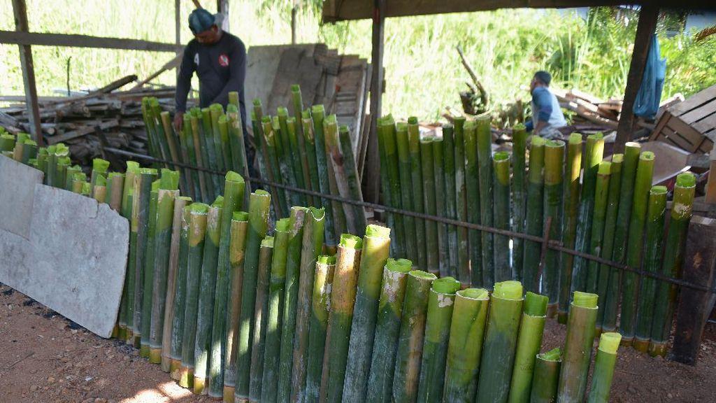 Melihat Pembuatan Lemang Bambu, Kuliner Populer Kala Ramadhan