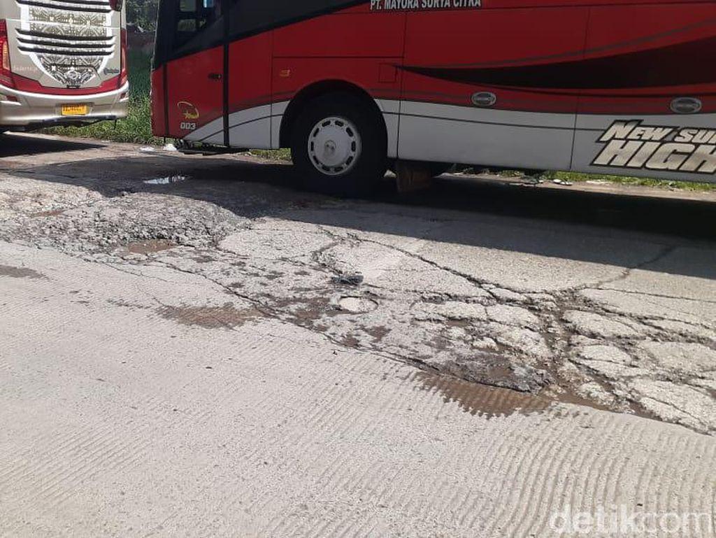 Jl Inspeksi Kalimalang Dekat Kompleks Depkes Bekasi Masih Rusak Parah