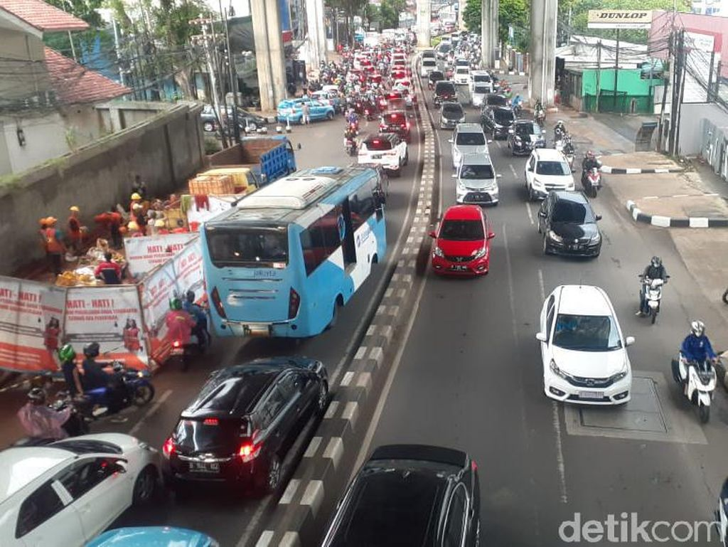 Lalin Jl Cikajang-Trunojoyo Direkayasa Imbas Proyek Galian di Tendean