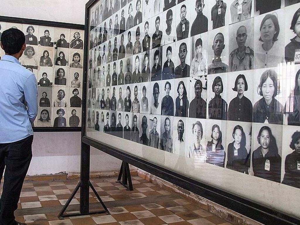 Kamboja Kritik Seniman Beri Senyuman pada Foto Korban Genosida Khmer Merah