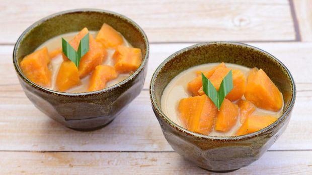 Indonesian Food, Kolak Ubi, Sweet Potato cooked with coconut milk, palm sugar and pandanus leaves. Popular dessert during Ramadan.