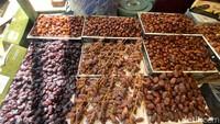 Suasana Pasar Kurma di Tanah Abang, Ada Kurma Ajwa Rp 300 Ribu per Kg!