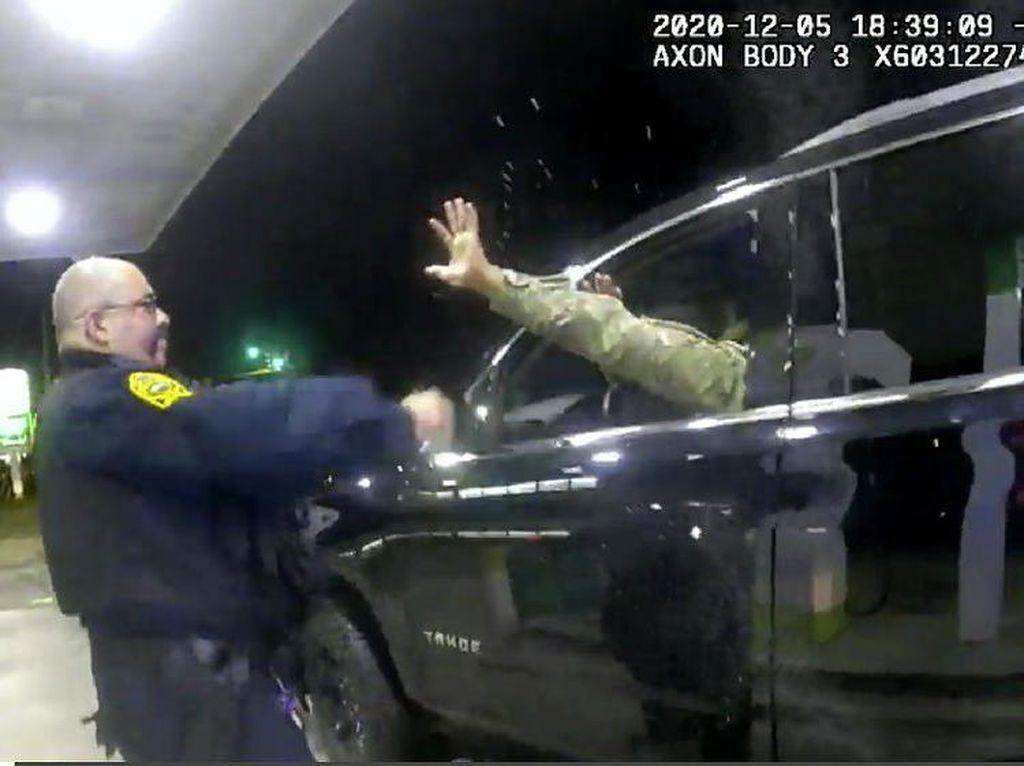Todongkan Senjata ke Tentara Kulit Hitam, Polisi AS Dipecat