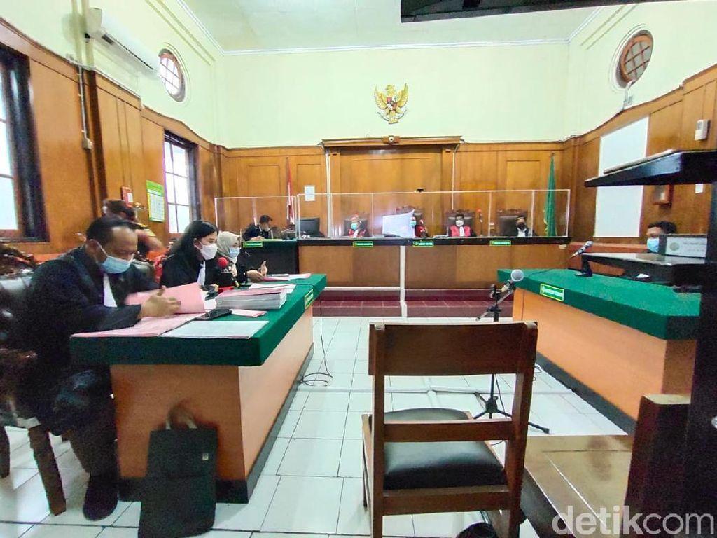 Terdakwa Penipuan Tambang Nikel Dituntut 2 Tahun 6 Bulan Penjara