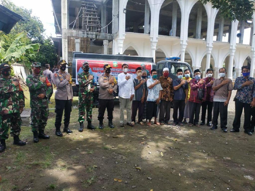 Polres Lombok Timur-Kodim 1615 Salurkan Air Bersih ke Sejumlah Masjid