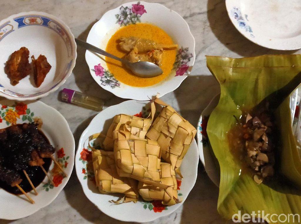 Sambut Ramadhan Warga Banyuwangi Sajikan Ketupat dan Opor Ayam yang Sakral