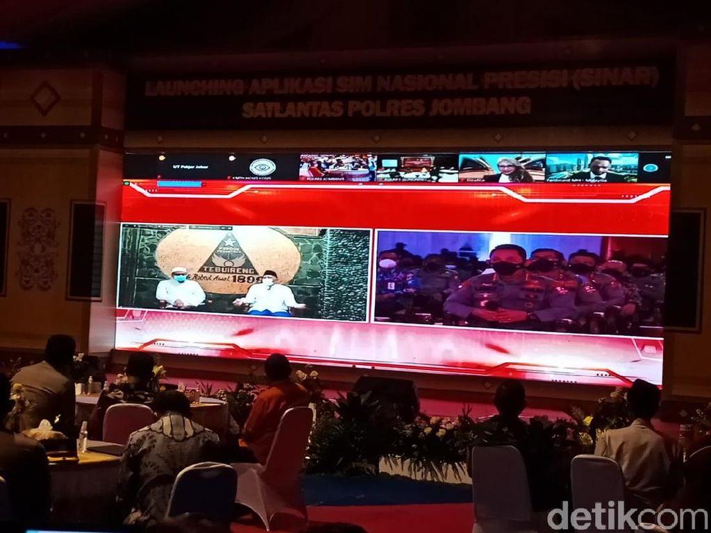 Santri Jombang Jajal Aplikasi SIM Online, Hitungan Menit Langsung Jadi