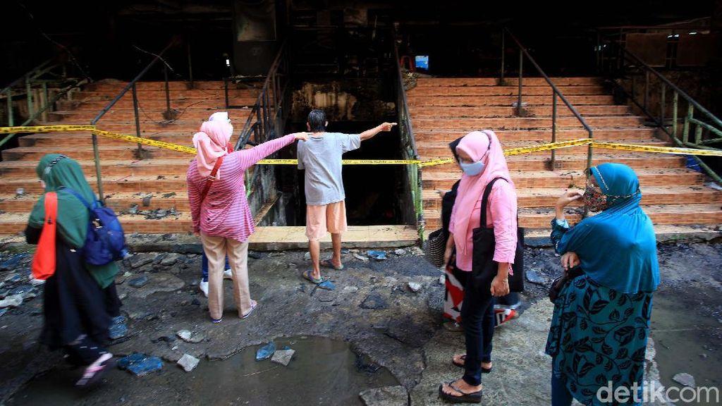 Sisa-sisa Kebakaran Pasar Inpres Pasar Minggu jadi Tontonan