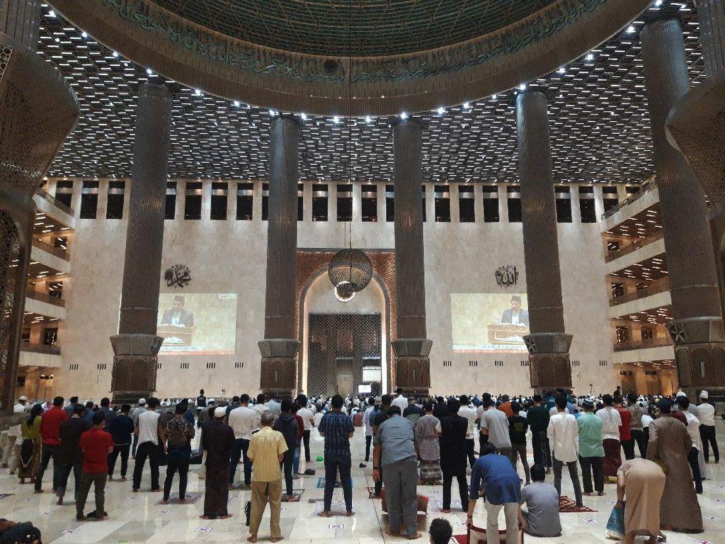 Suasana Hari Kedua Tarawih di Masjid Istiqlal dengan Protokol Kesehatan
