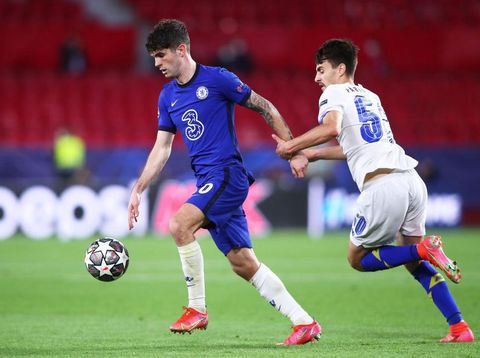SEVILLE, SPAIN - APRIL 13: Christian Pulisic of Chelsea CF competes for the ball with Fabio Vieira of FC Porto during the UEFA Champions League Quarter Final Second Leg match between Chelsea FC and FC Porto at Estadio Ramon Sanchez Pizjuan on April 13, 2021 in Seville, Spain. Sporting stadiums around Spain remain under strict restrictions due to the Coronavirus Pandemic as Government social distancing laws prohibit fans inside venues resulting in games being played behind closed doors. (Photo by Fran Santiago/Getty Images)