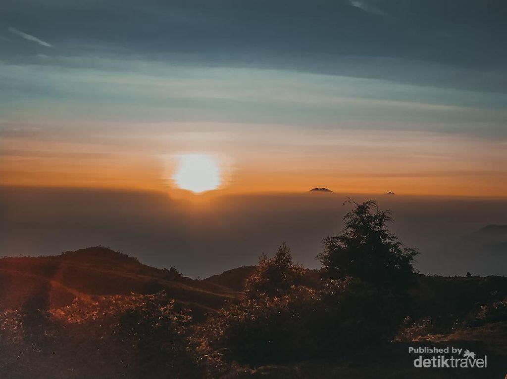 Selain Utara, Matahari Terbit dari Barat Juga Pernah Viral