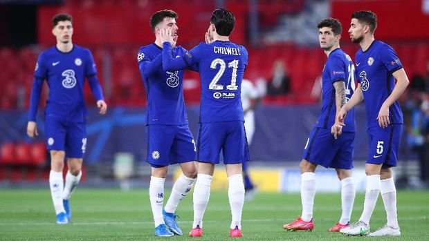 SEVILLE, SPAIN - APRIL 13: Players of Chelsea CF celebrate during the UEFA Champions League Quarter Final Second Leg match between Chelsea FC and FC Porto at Estadio Ramon Sanchez Pizjuan on April 13, 2021 in Seville, Spain. Sporting stadiums around Spain remain under strict restrictions due to the Coronavirus Pandemic as Government social distancing laws prohibit fans inside venues resulting in games being played behind closed doors. (Photo by Fran Santiago/Getty Images)